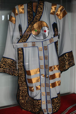 Robe with eight divinatory trigrams